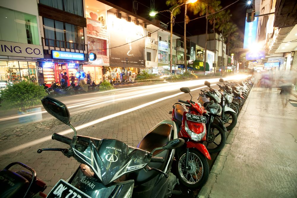 kuta nightlife kuta square